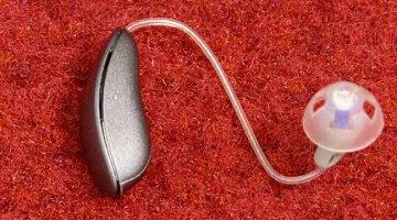 høreapparat med højtaler i øret